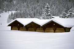 Snow-covered hay barn (00007622)