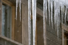 Icicle at the roof (00007897)